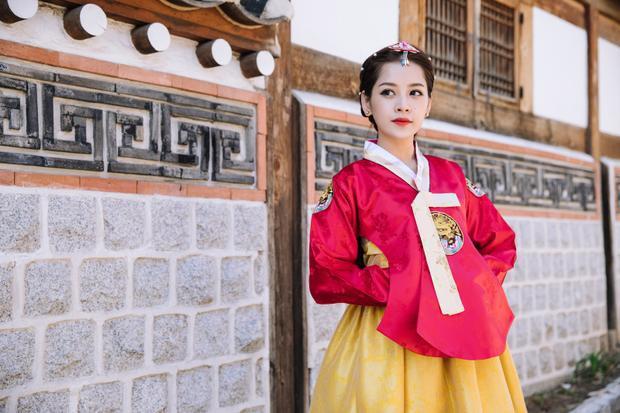Nét đẹp xinh xắn, ngọt ngào khiến Chi Pu không khác người bản xứ khi mặc hanbok.