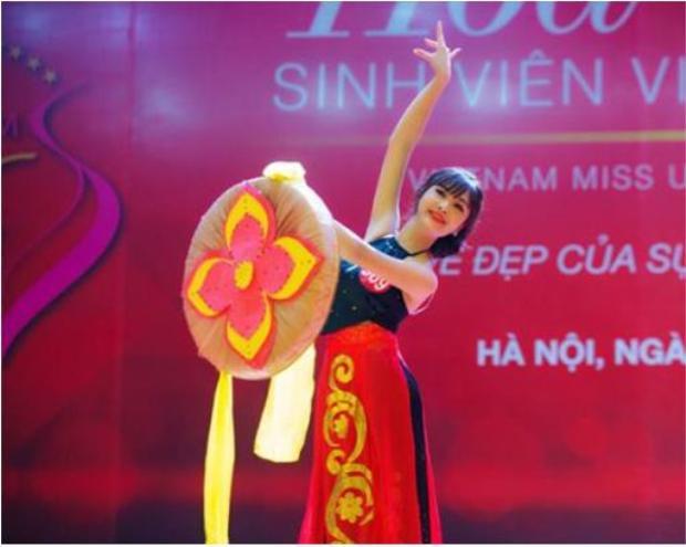 Dung biểu diễn phần thi tài năng trong cuộc thi Hoa khôi Sinh viên 2017.