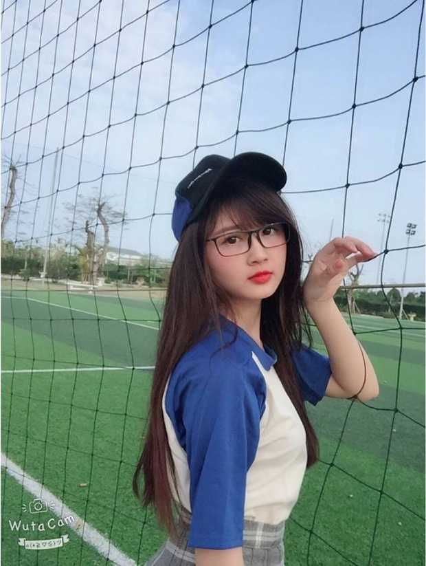 Nhận bão like từ đội tuyển U23 và cả thủ môn quốc dân Bùi Tiến Dũng, thí sinh Nét đẹp sinh viên này có gì mà hot đến thế?