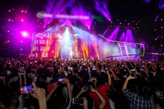 Soobin Hoàng Sơn, Tóc Tiên, Hương Tràm và loạt sao khủng quẩy tung sân khấu trong khuôn khổ Festival Huế