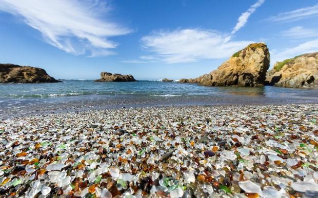 Bãi biển thủy tinh ở California.