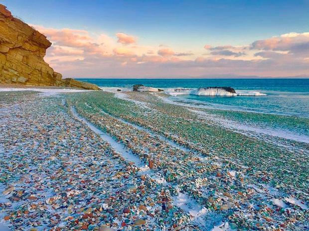 Bãi biển thủy tinh ở Vịnh Ussuri.