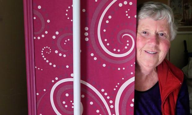 BàKatie Williams, người thành lập câu lạc bộ quan tài Kiwi.