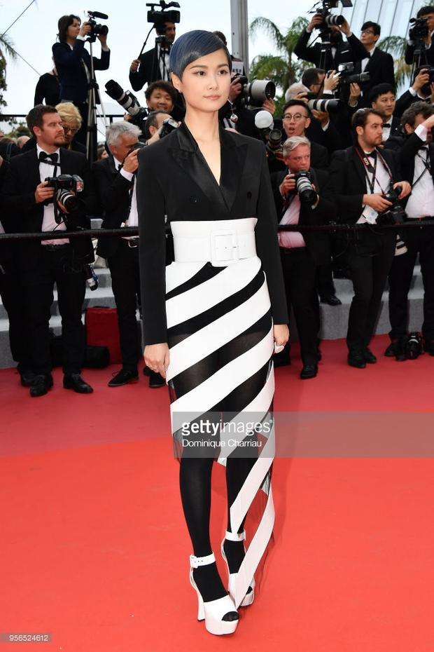 Thảm đỏ Cannes 2018 ngày 2: Lý Nhã Kỳ làm báo đen, Kiko Mizuhara và Vương Lệ Khôn xinh như nữ thần