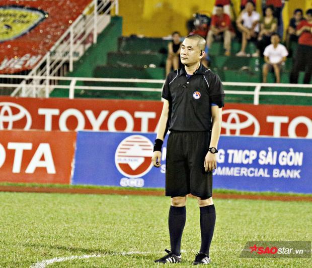 Trọng tài Nguyễn Trọng thư tiếp tục làm nhiệm vụ ở tứ kết Cúp quốc gia 2018.