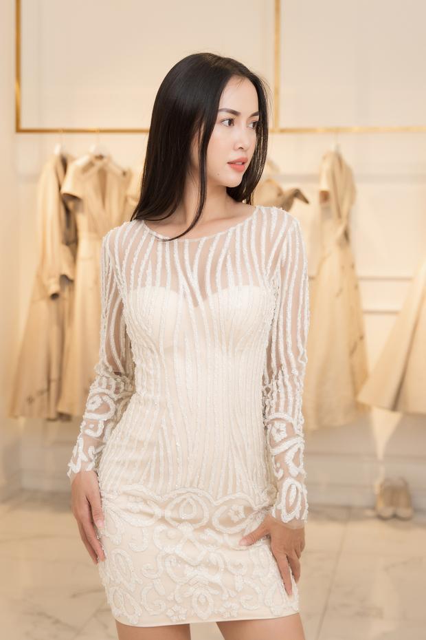 Vũ Ngọc Anh thường chọn trang phục của nhà thiết kế Lê Thanh Hòa bởi cô được nhận xét những bộ váy này giúp tôn lên vẻ đẹp vốn có của mình nhất.