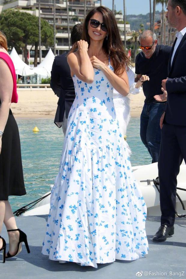 Phạm Băng Băng đầy thần thái khi hội ngộ dàn diễn viên phim điệp viên 355 tại Cannes
