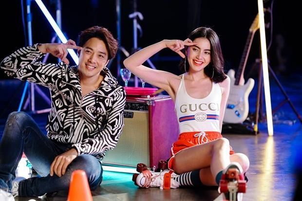 Đẹp ngất ngây nhưng MV mới do 'bạn gái' Thái Lan của Sơn Tùng góp giọng lại có lượt view cực thảm hại
