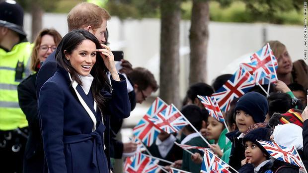 Hoàng tử Harry và nữ diễn viên Meghan Markle sẽ tổ chức đám cưới vào ngày 19/5 tới và cũng sẽ nhận tiền từ Hoàng gia. Ảnh: CNN