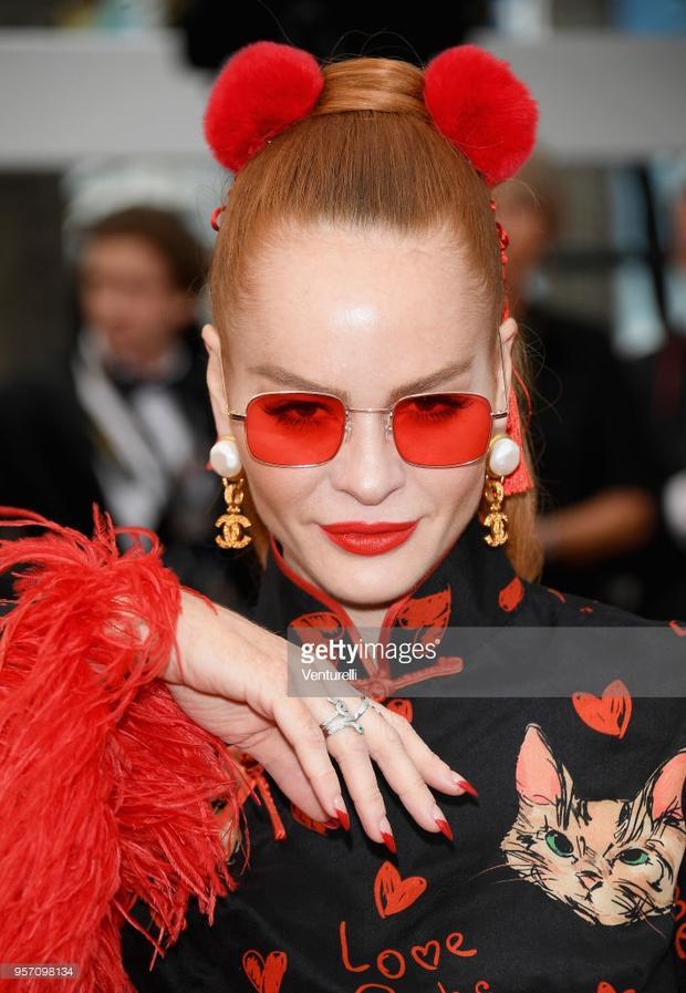 Những nhân vật lố và lộ gây nhức mắt trên thảm đỏ Cannes 2018 ngày thứ 3