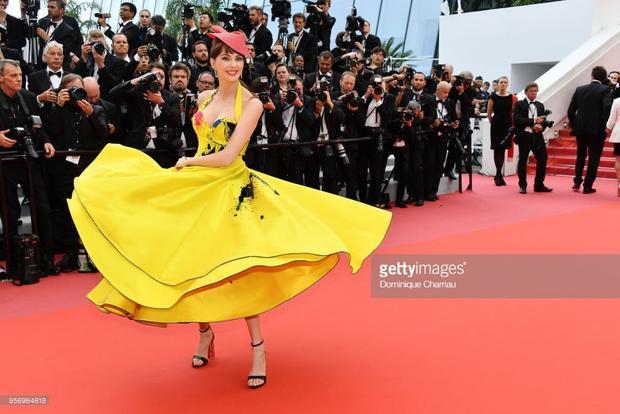 Khi Người đẹp và quái vật Belle đối đầu Lọ Lem mang bầu giữa LHP Cannes 2018