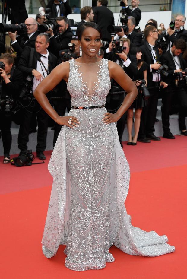 Cannes ngày 3: Thời trang kì dị nhường chỗ cho những bộ cánh lộng lẫy sắc màu