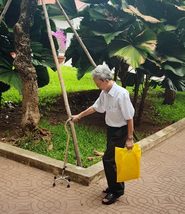 Bị cáo Nguyễn Khắc Thủy đến tòa xét xử phiên phúc thẩm. Ảnh: Chính Trực.