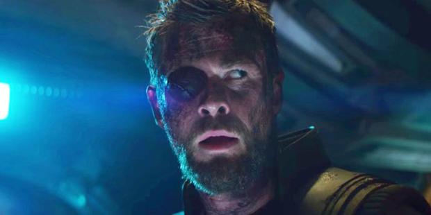 Thor bước vào Cuộc chiến Vô cực với bịt mắt như hải tặc.
