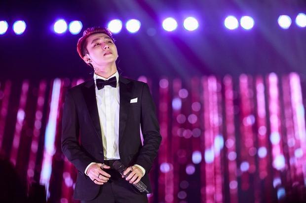 Bản thân Sơn Tùng cũng xúc động khi dành tặng ca khúc đặc biệt cho người phụ nữ mà anh yêu nhất.