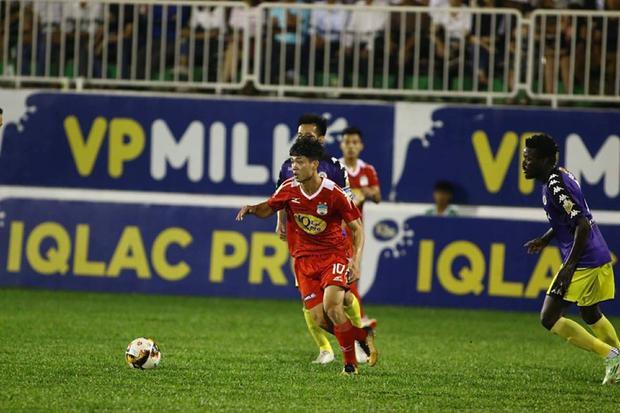 Công Phượng mang về trận hòa 2-2 cho HAGL trước Hà Nội.