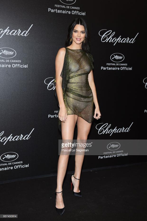 Tiệc tối Cannes 2018 ngày 4: Dàn sao nữ khoe chân dài miên man, Kendall Jenner lạc loài để lộ ngực