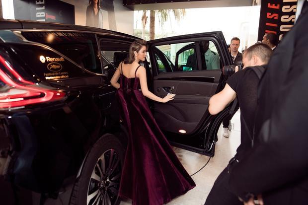 Theo Renault, các siêu sao sẽ được tài xế đưa đón tận nơi, từ nơi ở, đại lộ Croisette cho đến thảm đỏ.