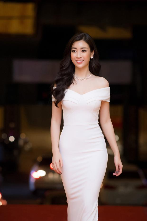 """Nụ cười rạng rỡ cũng là một trong những """"vũ khí"""" giúp hoa hậu Việt Nam tỏa sáng."""