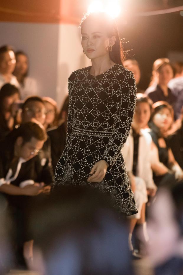 Với nhan sắc, hình thể chuẩn, rất nhiều khán giả đang kì vọng Mâu Thủy sẽ tham gia vào một cuộc thi nhan sắc tại nước ngoài trong tương lai gần.