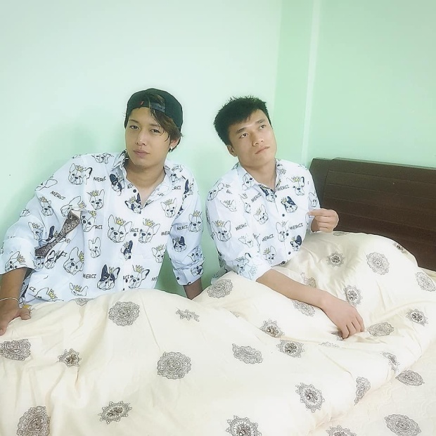 Ryu và Bùi Tiến Dũng khoe ảnh mặc pyjama đôi