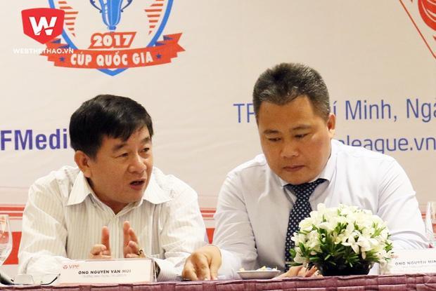 Ông Nguyễn Minh Ngọc (phải) về lại VFF làm trợ lý cho Tổng thư ký Lê Hoài Anh một cách bất ngờ.