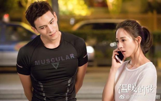 Chu Lâm Lộ vui vẻ bên cạnh Tiểu Noãn một cách chân thành