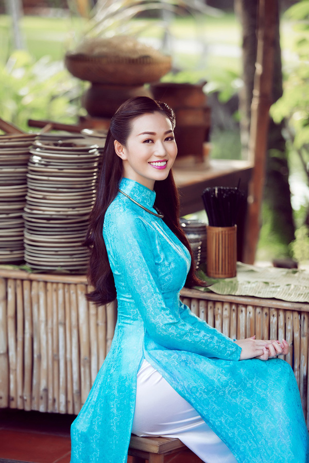 """""""Cô Ba Xà Bông"""" Khánh My trong """"Mỹ nhân Sài Thành""""."""
