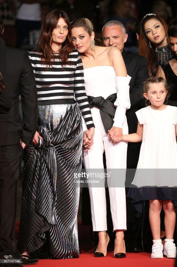 Lý Nhã Kỳ diện váy đính 8000 viên pha lê cùng Marion Cotillard tỏa sáng trên thảm đỏ Cannes ngày 5