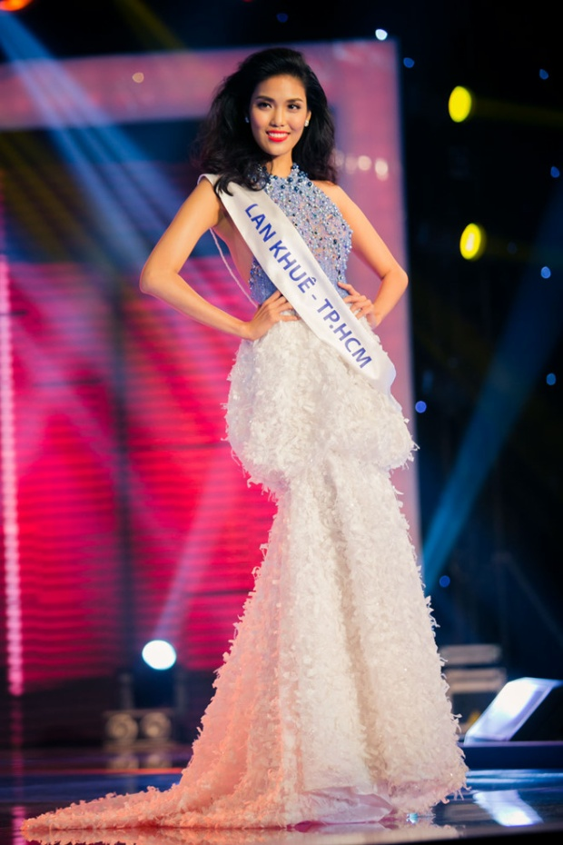Từ con đường người mẫu chuyên nghiệp, năm 2015 Lan Khuê bất ngờ rẽ hướng sang cuộc thi nhan sắc. Cô tham gia cuộc thi Hoa khôi Áo dài và đăng quang ngôi vị cao nhất . Đây là cuộc thinhằm tìm kiếm đại diện Việt Nam tham dự cuộc thi Hoa hậu Thế giới.