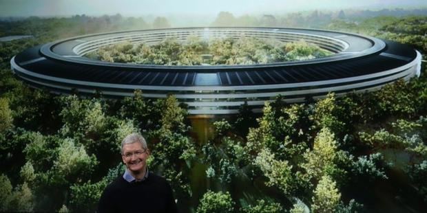 Tim Cook từng chia sẻ người ngoài khó có cơ hội được bước chân vào bên trong Apple Park. Đó là lý do Apple có xây dựng một Apple Store bên kia đường để phục vụ cho khách du lịch tới thăm.
