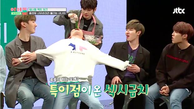 Màn đóp mồi không thể chuẩn hơn của chú chim Ha Sung Woon.
