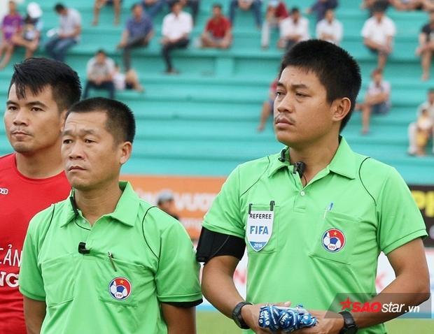 Ông Nguyễn Hiền Triết là chuyên gia gây tranh cãi khi bắt các trận đấu của CLB Hà Nội.