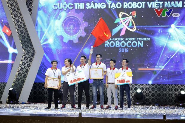 Đây là năm thứ 8 Đại học Lạc Hồng vô địch Robocon Việt Nam. Ảnh: VTV.