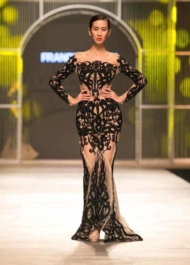 Nguyễn Oanh từng hoạt động tại Dubai và có được show diễn trong khuôn khổ Fashion Forward Dubai hồi cuối năm 2017.