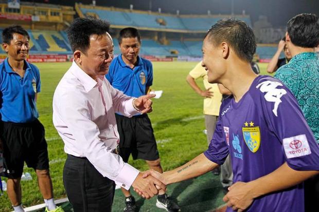 Bầu Hiển thất vọng vì những hành động của các thành viên CLB Hà Nội ở trận hòa 2-2 với HAGL. Ảnh: Webthethao