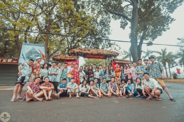 Teen Hà thành khiến dân mạng 'chao đảo' với bộ ảnh kỷ yếu chất như nước cất chụp giữa khu chợ quê
