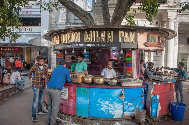Gian hàng bán trầu của gia đình anh Pradhuman Shukla. Ảnh: Barcroft Images