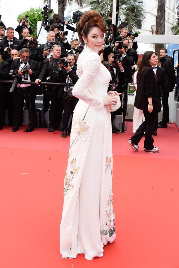 Chính vẻ đẹp của tà áo dài đã mang đến niềm tự hào cho nữ diễn viên Mùa hè lạnh.