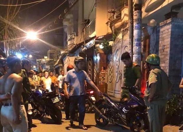 Hình ảnh trên mạng xã hội được cho là công an vây ráp tại một con hẻm ở phường 7 quận Gò Vấp bắt nghi phạm giết hiệp sĩ.