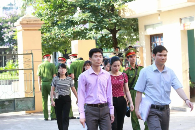 Phiên tòa xét xử BS Hoàng Công Lương và những người có liên quan đến sự cố xảy ra ở BV Đa khoa tỉnh Hòa Bình diễn ra trong hôm nay (15/5).