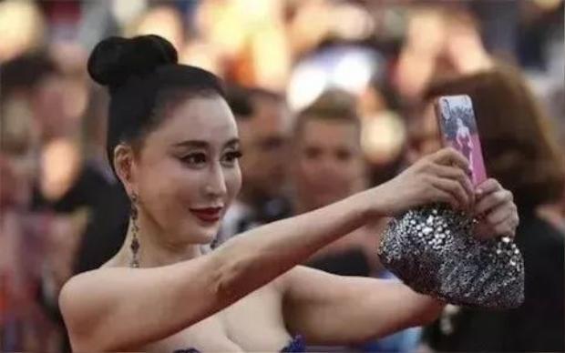 Phải selfie ghi lại khoảnh khắc kỷ niệm!