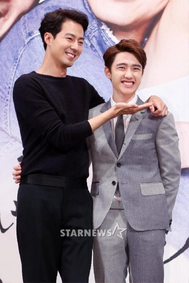 """Sở hữu chiều cao """"khủng"""" lên tới 1m88, Jo Jin Sung thường xuyên khiến những đàn em bên cạnh trở nên quá nhỏ bé."""