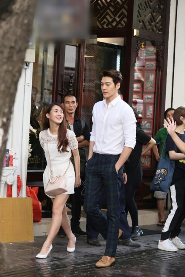 Kim Woo Bin khiến Ngọc Thảo bên cạnh trở nên nhỏ bé.