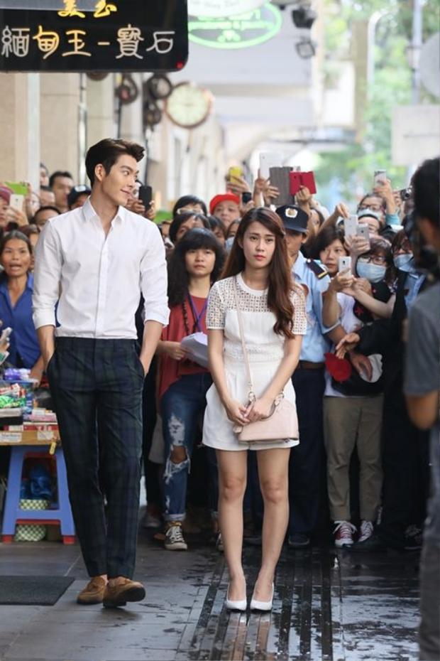 Trong chuyến công tác đến Việt Nam, Kim Woo Bin từng khiến fan Việt choáng váng bởi thân hình cao lớn.