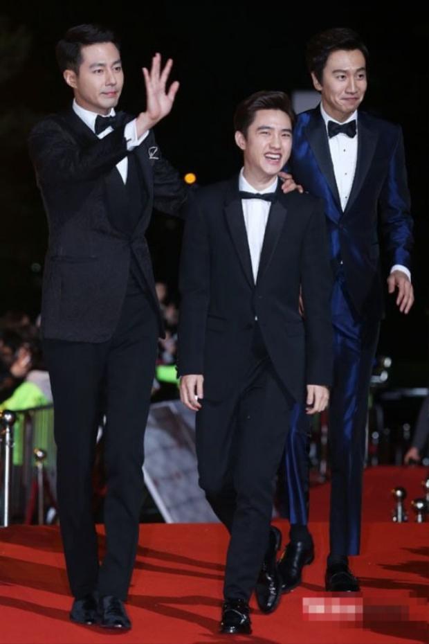 """D.O nhiều lần """"dở khóc dở cười"""" khi đứng cạnh Jo In Sung."""