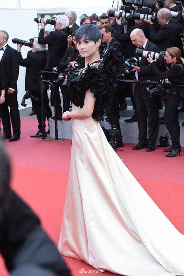 Vượt mặt Phạm Băng Băng, Lý Vũ Xuân được bình chọn trang phục thảm đỏ Cannes đẹp nhất