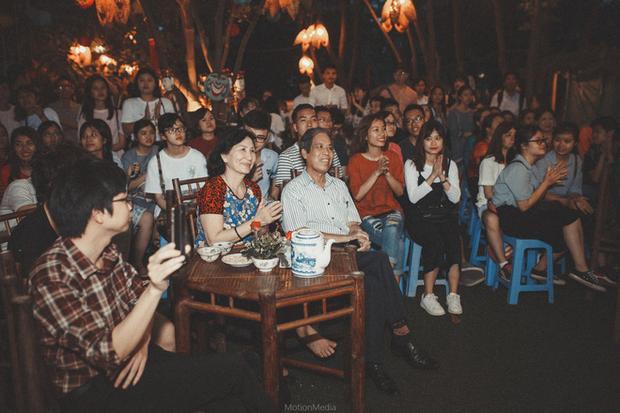 Sinh viên Báo chí tổ chức triển lãm không gian đám cưới cổ miền Bắc thập niên 80s, 90s ngay giữa lòng Hà Nội