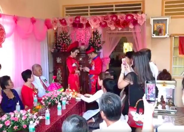 Lâm Vũ và bã xã đã tổ chức hôn lễ tại quê nhà vào tháng 1 vừa qua.