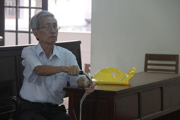 Được hưởng án treo, bị cáo Nguyễn Khắc Thủy vẫn cho biết mình không hề phạm tội dâm ô trẻ em. Ảnh: Thời đại